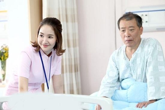Nếu bạn chỉ muốn dừng lại ở việc chăm sóc người thân trong gia đình, chăm sóc xã hội hay muốn du học, chăm sóc sức khỏe bệnh nhân tại Nhật, Úc, Đức... thì bạn chỉ cần đạt được chứng chỉ sơ cấp điều dưỡng học trong tối đa 6 tháng và khóa cấp tốc chỉ 3 tháng.