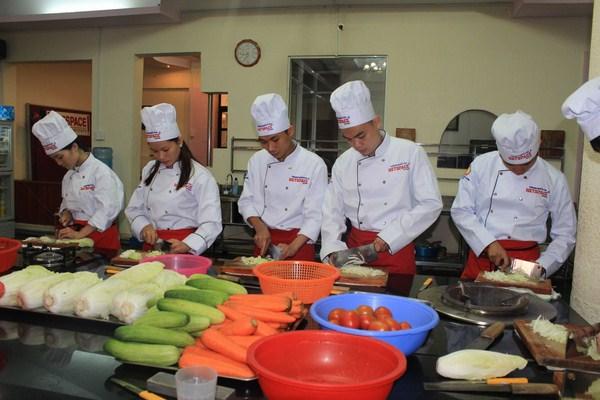 trung cấp dạy nấu ăn